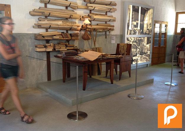 Poteaux à cordon élastique Musée